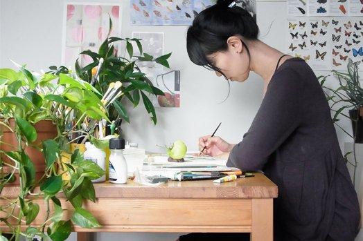 asuka-hikishi-in-her-studio.jpg__524x349_q85_crop_upscale